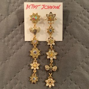 Betsey Johnson Dangling Bees & Flowers Earring NWT